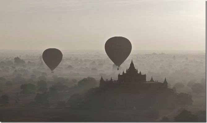Balloons in Bagan in mist